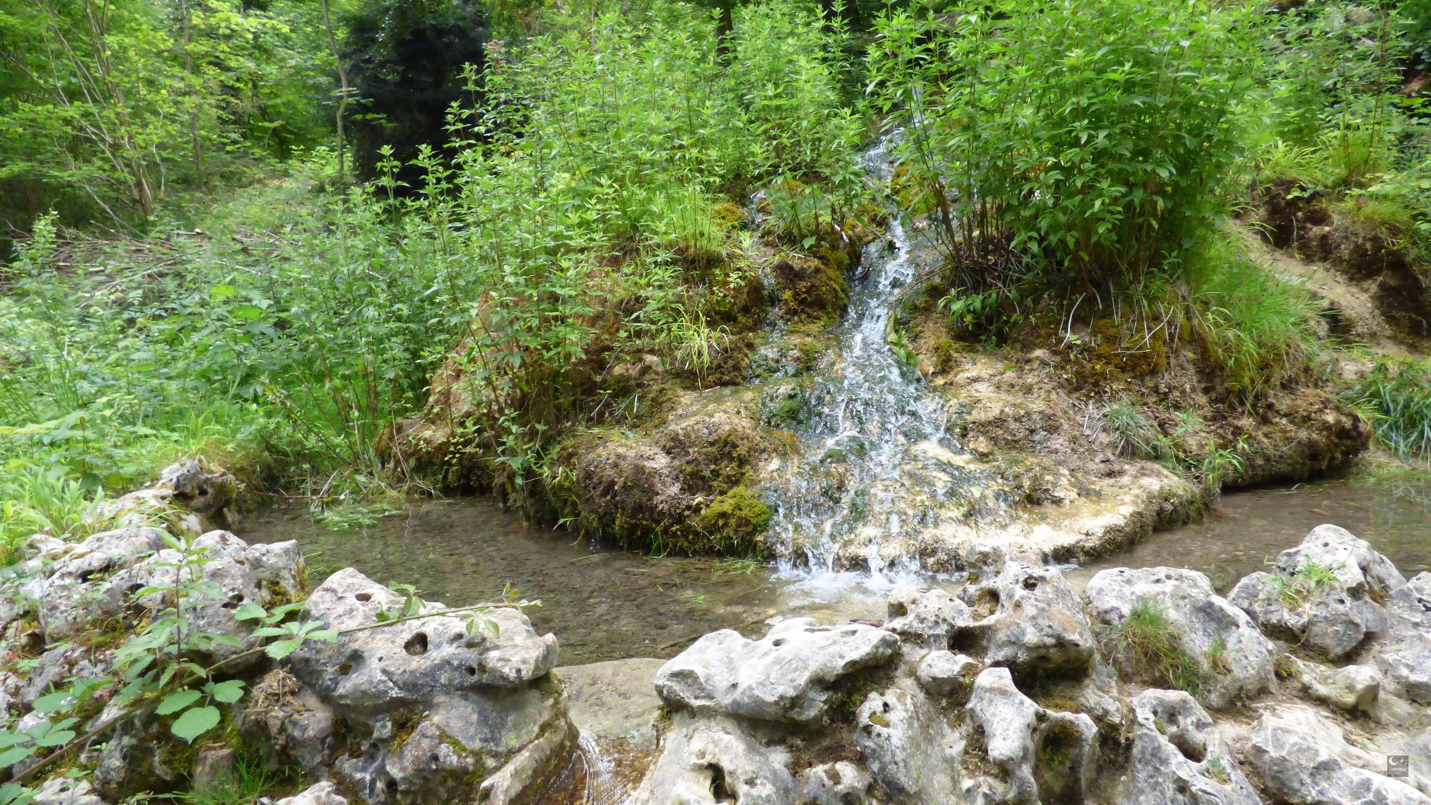 Fontaine de Jouvence - Val suzon - Messigny-et-Vantoux (21) | Lunetoile.com Mystères, légendes ...